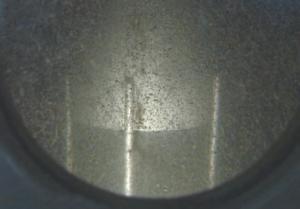 オゾンの写真、薄いグレーで斑点のような模様がたくさん帯びている